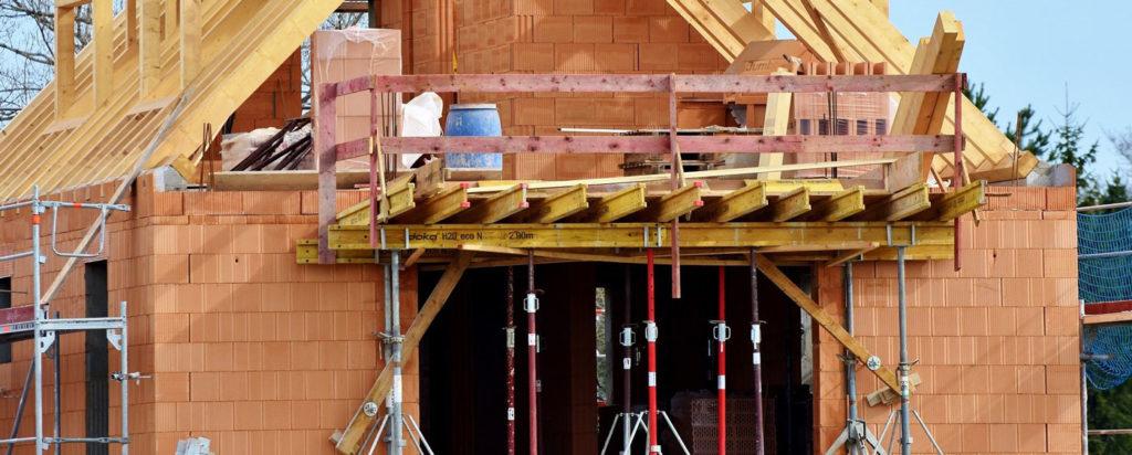 Baustelle mit Stützen und Holzschalungsträgern - Götte Referenzen